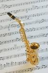 Notenblatt mit Saxophon