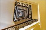 Treppenhaus im Chilehaus-Portal C von unten gesehen